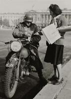 Photo guerre WW2 soldat allemand à Paris format 10x15 cm n491