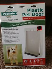 PETSAFE PLASTIC PET DOOR WITH SOFT  FLAP, WHITE, MEDIUM DOG ENTRY NEW IN PACKAGE