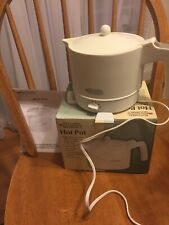 Kitchen Gourmet White Plastic 32oz Electric Hot Pot in box w instructions