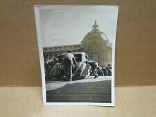 SALON DE L'AUTOMOBILE PARIS 1935 photographie préparatifs déchargement voiture