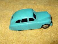 DINKY TOYS Meccano Ltd : #153 STANDARD VANGUARD - BLUE w/ goldish wheel hub caps