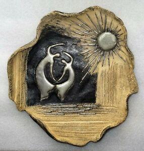 plat en terre cuite signé vers 1950 - danseur au soleil