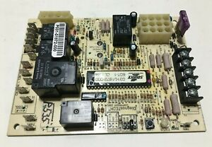 York Luxaire Coleman 031-01972-000 Control Circuit Board 6DT-1 CL:A4 used #P535