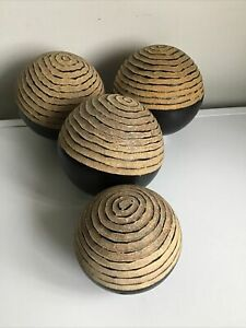 SET OF 4 HOME DECORATIVE ORNAMENTS RESIN BALLS WITH A BROWN WOOD EFFECT FINISH
