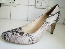 CLARKS & MARY SIZE UK 6 EU 39 WOMENS COURT PUMPS SNAKE LEATHER BEIGE HEELS SHOES