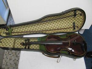 Alte Geige Stainer mit Bogen und Kasten