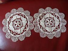 2 Geklöppelte Deckchen Klöppeldecke Spitzendeckchen Farbe: beige rund 18cm, 4.