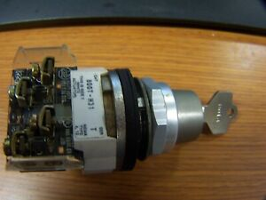 ALLEN BRADLEY 800T-H31 KEYED SELECTOR SWITCH VERY GOOD CONDITION ONE KEY