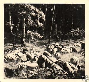 13765/ Originalfoto 6x6cm, Soldaten Marschpause