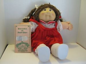 ORGINAL 1983 CABBAGE PATCH DOLL WITH PAPERS