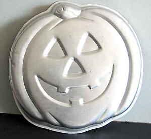 "Wilton Jack-O-Lantern Pumpkin Halloween Cake Pan 502-2928 12x11.5x2"" FREE SH"