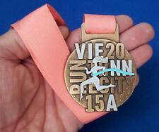 Hübsche Teilnehmer-Medaille Österreichischer Frauenlauf 2015 - wie neu!