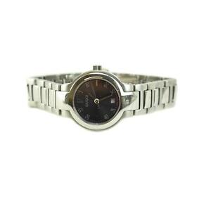 GUCCI 8900L: Stainless Steel Logo Women's Quartz Watch (on)