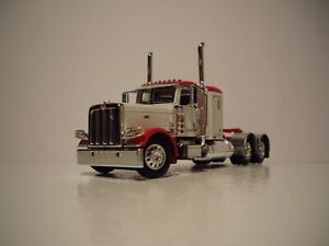 DCP FIRST GEAR 1/64 WHITE AND RED PETERBILT 389 WITH 36'' SLEEPER