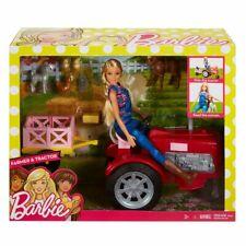 Mattel Barbie Coffret Ferme avec Poupée Fermière en Salopette et Tracteur Rouge