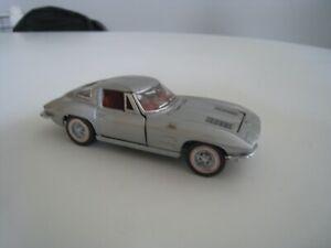 Franklin Mint 1:43 Cars of the 60s Split Window Corvette Scale Model Car