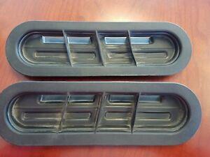 08 09 Pontiac G8 GT OEM LEFT, RIGHT Hood Vent Insert Duct Rubber Trim 92218424..