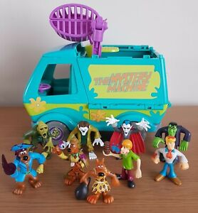 Scooby Doo Mystery Machine Play set And Figures - Good Condition