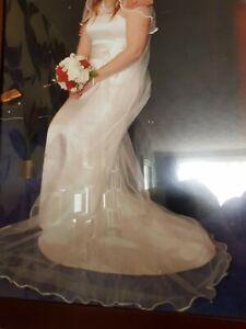 SIZE 10/12 IVORY CAROLINE CASTIGLIANO WEDDING DRESS, VEIL AND TIARA