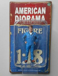 "INSPECTING MECHANIC JOHN AMERICAN DIORAMA 1:18 Scale Figurine 3.5"" Male Figure"