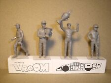 4  FIGURINES  1//43  SET 38 B  PILOTES  1960  LUNETTES  DRIVING  VROOM  SPARK