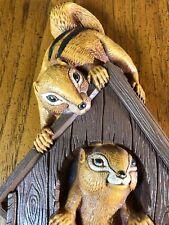 Vintage Garden Farmhouse Decor Squirrels Chipmunks In Birdhouse Plaque 🐿🐿🐿🐿