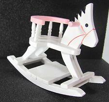 1:12 - Puppenhaus Miniatur  Schaukelpferd- weiß-rosa
