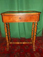 Tavolino da lavoro noce e faggio, Emilia Sec. XIX cm. 70x55x38 ^