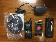 NEW Motorola Nextel iDEN i370xl cellular telephone- w/ charging base