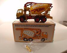CONRAD 3052 MERCEDES Porteur 6x4 pompe à béton PUTZMEISTER neuf mint box 1/50