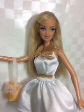 L4) Barbie Blanco/Dorado Barbie Vestido Patinador Tag. zapatos nuevos. Cabello Gratis enredo.