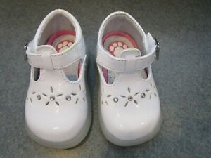 Buster Brown~Toe Zone~Girls~White~MaryJane Shoes~Slip Resistant~Toddler ~ Sze 2.