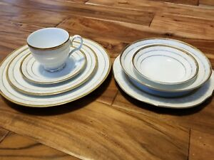 Noritake HAMPSHIRE GOLD 4335 Fine Porcelain 7 Pc Place Setting dinner plate bowl
