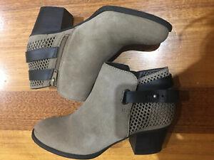 Bon Bons Designer Western Vintage Leather Suede Wood Heel Ankle Boots Sz 38 7.5