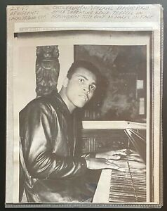 1967 AP Wirephoto-Cassius Clay Muhammad Ali Playing Piano Defeats Ernie Terrell