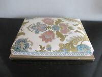 ancienne boite confiserie en carton et tissu aux motifs floraux