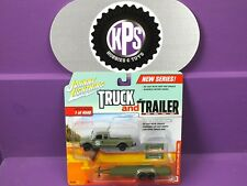 Johnny Lightning Truck & Trailer 1:64 2004 Ford F-250 W/ Car Trailer Version A
