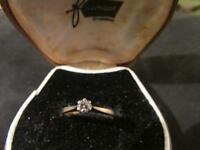 Beautiful Vintage 9ct Gold & Diamond Solitaire Ring