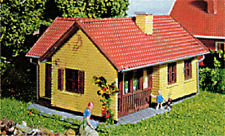 Heljan #213 Tract House w/Terrace HO Scale