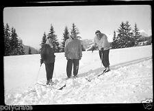 Ancien négatif photo hiver portrait famille montagne ski promenade an. 1950