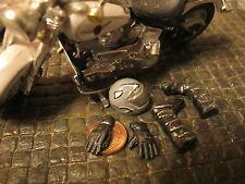 Motorrad Cross Stiefel Handschuhe Helm Werkstatt Diorama Figur Deko Zubehör 1/18