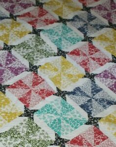 HAND MADE MAINE QUILT.. CLEAN 52X60..BEAUTIFUL  PATTERN..ESTATE