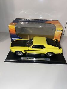 WELLY Premium Collectible 1/18 YELLOW/BLACK 1969 FORD MUSTANG BOSS 302