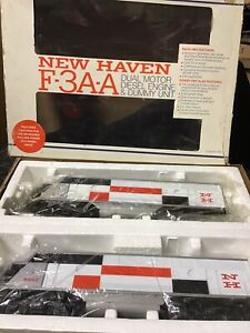 Lionel 6-8851-52 New Haven F-3 AA Set 1 Powered and 1 Dummy NOS