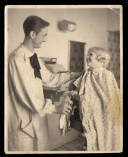 CURLY HAIR BOY & BIZARRE BOW TIE BARBER ~ 1930s 5x6 VINTAGE BARBER SHOP PHOTO