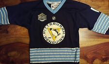 last one ! Winter classic 2011 - Pittsburgh Penguins Jersey (youth small)