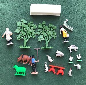 Big Mixed lot of vintage 1970s PEG TOYS Farm Animals Farmers fences trees FUN!