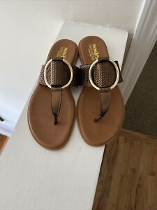 Coach and Four Women's Brown Reptile Flat Thong sandals US Size 9M