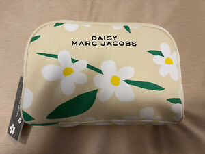 MARC JACOBS DAISY LARGE BEIGE COSMETIC BAG GREAT FOR TRAVEL