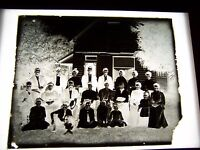 """ANTIQUE 8"""" X 10"""" GLASS PHOTOGRAPH NEGATIVE OF LARGE FAMILY BESIDE A HOME"""